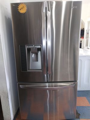 LG French Door With Water Dispenser/Ice Maker Fridge for Sale in Chino Hills, CA