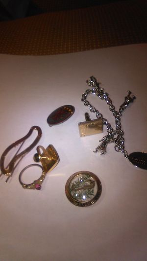 Jewelry lot of 7 items gold? for Sale in Carlisle, MA