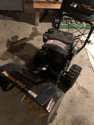"""Poulan pro 5.5hp 24"""" snow blower for Sale in Sartell, MN"""