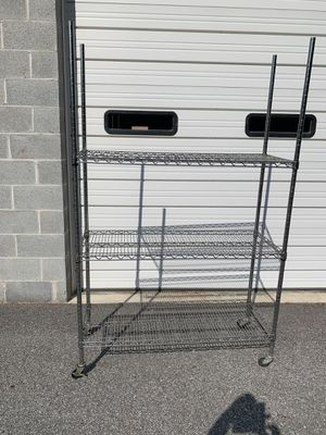 Metal rolling rack. for Sale in Severn, MD