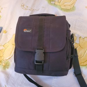 Lowepro Adventura 140 Camera Shoulder Bag for DSLR for Sale in Fredericksburg, VA