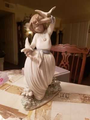 Daisy Girl Lady holding, NAU made in Spain, by LLADRO for Sale in San Antonio, TX