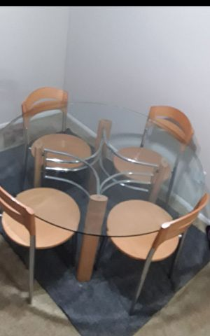 Heavy duty Dinning set with 4 chair , ( like new) v beautiful for Sale in Chagrin Falls, OH