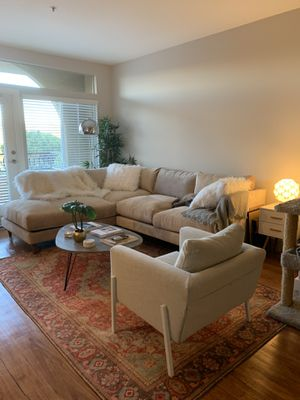 Custom Living Spaces Adeline Sectional + Decorative Pillows for Sale in Los Angeles, CA