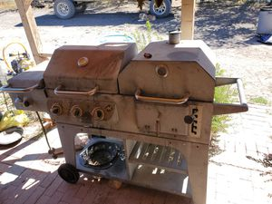 Gas and charcoal grill 30 bucks for Sale in Springerville, AZ
