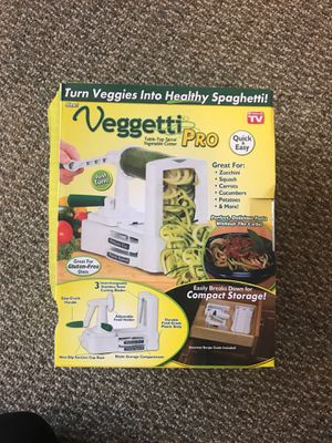 Veggetti Pro Table-Top Spiral Veggie Cutter for Sale in San Angelo, TX