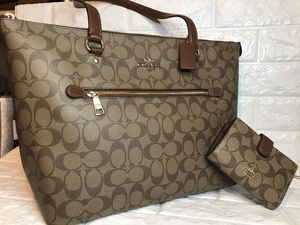 Coach Purse and wallet for Sale in Arlington, TX