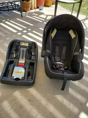 Graco car seat and base for Sale in Wildomar, CA