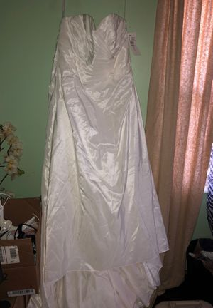 BRAND NEW David's Bridal Wedding Dress w/ All accessories included! for Sale in Hilliard, OH