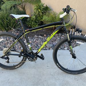 "Specialized HardRock 19"" Frame 21-Speed, 26"" Wheels ""Very Clean""! for Sale in Lakeside, CA"