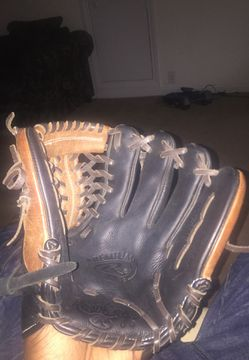 Rawlings baseball Glove 11 3/4 inches for Sale in Raleigh,  NC
