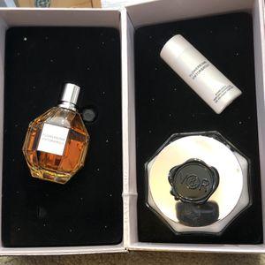 NIB Flowerbomb gift set by Viktor & Rolf 3.4 oz perfume, 6.7 oz body cream, 1.7 oz shower gel. Great Mother's Day gift! for Sale in Spotswood, NJ