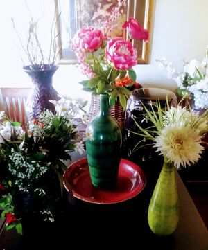 HOME DECOR FLOWERS VASES BASKETS for Sale in Phoenix, AZ