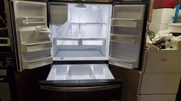 Open box 36 inches wide refrigerator bottom freezer very clean in great working conditions 90 days warranty included