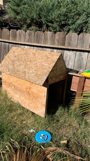 Dog house and flower pots for Sale in Stockton, CA