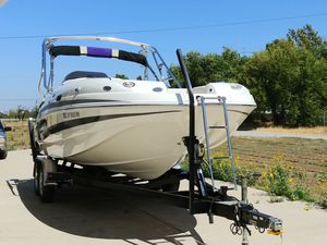2004 Chaparral 232 Sunesta only 168 hrs for Sale in Brentwood, CA