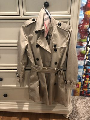 Burberry Women's Trench Coat with Lining size US 4 UK 5 petite for Sale in New York, NY