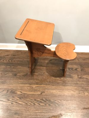 DESK FOR KIDS for Sale in Chicago, IL