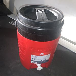 Igloo Sport Cooler For Drinks for Sale in Carlsbad, CA