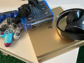 PLAYSTATION 4 LUXURY EDITION BUNDLE for Sale in Miami,  FL