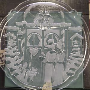 """Christmas Carolers Glass Platter Tray 14"""" Crystal for Sale in IL, US"""