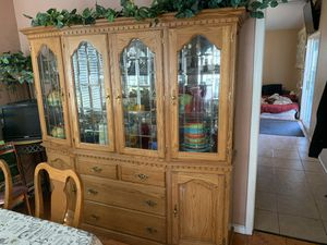 Thomasville style dining room set to hutches table and chairs for Sale in Levittown, NY
