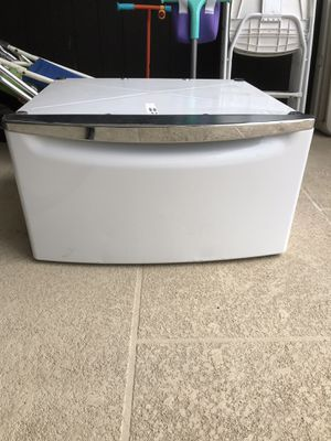 Whirlpool Deut pedestal for Sale in Hialeah, FL
