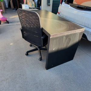 Office Desk And Chair for Sale in Aurora, CO