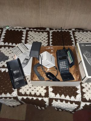 Vintage Motorola flip phone for Sale in Fresno, CA