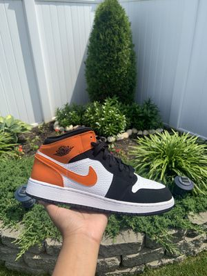 Air Jordan 1 Mid shattered backboard for Sale in Queens, NY