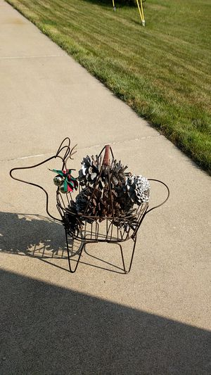 Metal Reindeer with Giant Pinecones for Sale in Washington, IL