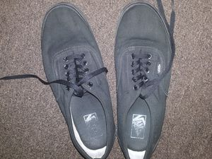 Black Vans size 10 for Sale in Long Beach, CA