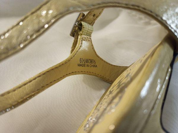 VINCE CAMUTO Gold Rhinestone Platform Heeled Sandals sz 6.5
