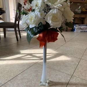 Beautiful Flower And Vase for Sale in Richmond, TX