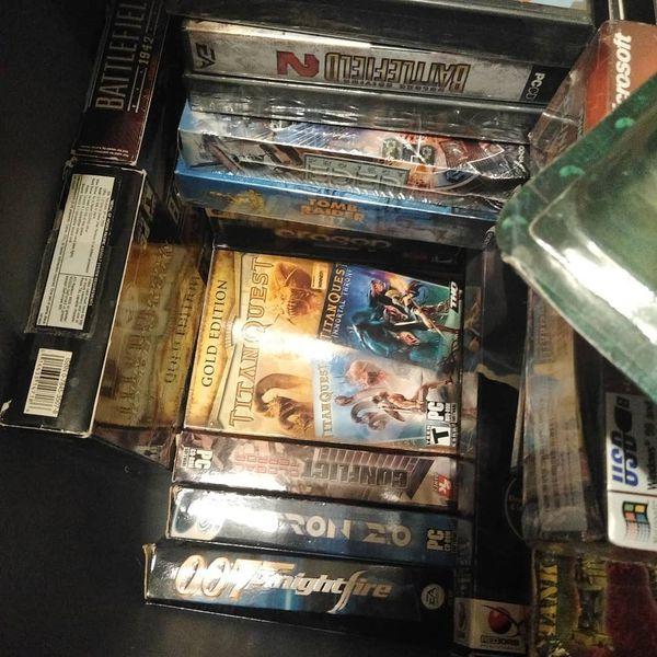Retro PC games in boxes.