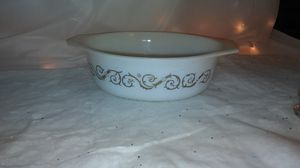 vintage Pyrex gold scroll design. 1.5 qt casserole dish for Sale in Redford Charter Township, MI