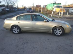 2002 Nissan Altima 2.5 300k miles runs and drives!!! for Sale in Temple Hills, MD