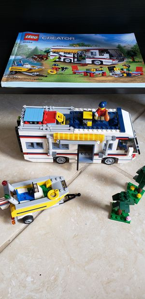 Lego Creator Large RV with Boat + 2 minifigures for Sale in Pembroke Pines, FL
