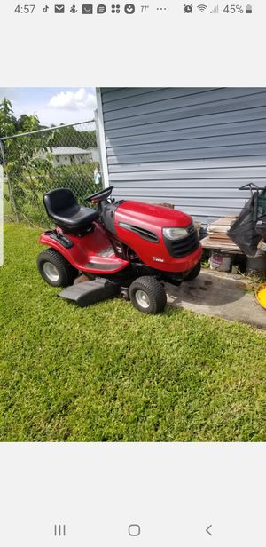CRAFTMAN TRACTOR FOR SALE for Sale in Lehigh Acres, FL