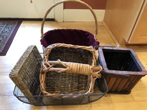 5 gift baskets for Sale in Central Houghton, WA