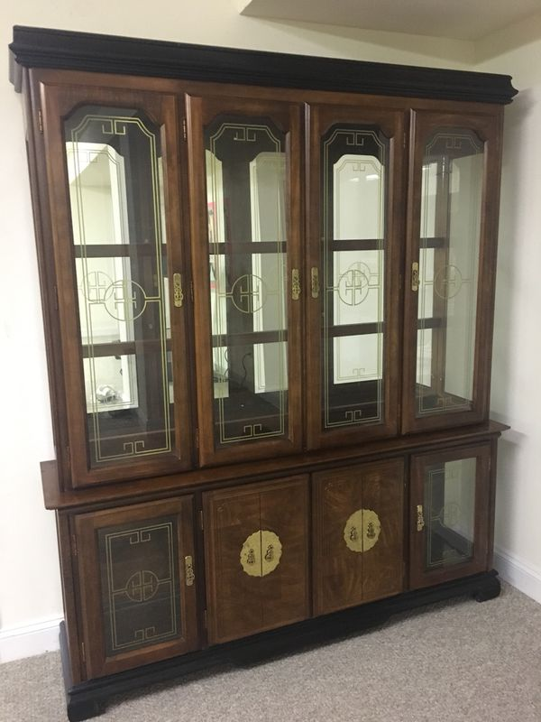 China cabinet, mirror back