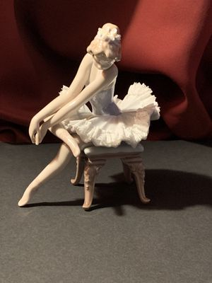 "Lladro ""Opening Night Ballerina #5498 Retired Beautiful delicate Vintage Lladro Figurine Issued in 1988 - 4"" W 6""H 4""D Mint Condition for Sale in Fontana, CA"