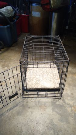 Little dog kennel 2 ft long by 20 in tall for Sale in Fresno,  CA
