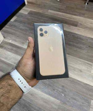 Iphone 11 pro 256 gb UNLOCK IDQ7K for Sale in Los Angeles, CA