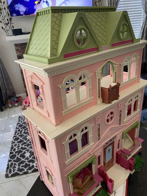 Dolls Barbies house 🏡 for Sale in Moreno Valley, CA