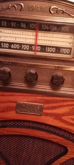 Thomas Edison Collector's Edition Radio 1944 Model for Sale in Stanton,  CA