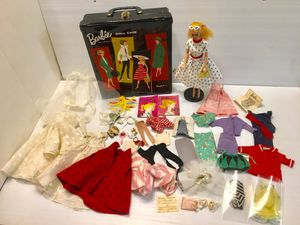 Rare #3 Barbie 1959 - 1960 w/ Stand Orginal Case Accessories - Clothes! Glasses! This Barbie and all of the accessories that it comes with are in Ex for Sale in Palo Alto, CA
