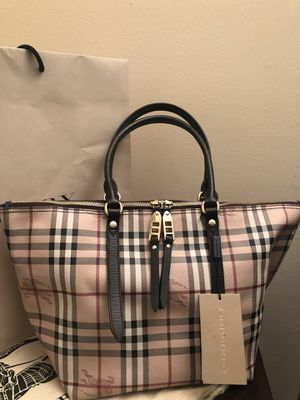 BURBERRY AUTHENTIC BAG for Sale in NO POTOMAC, MD