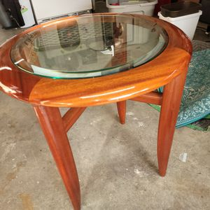 End Table High Gloss With Glass Insert for Sale in Jupiter, FL