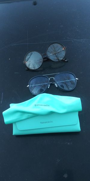 Tiffany and co eyeglass case great condition with 2 pair glasses for Sale in Greater Landover, MD